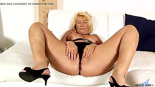BBW granny toying her mature pussy