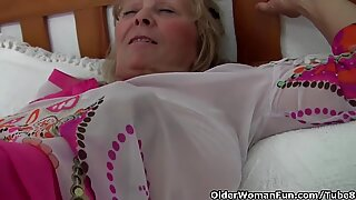 Granny with big tits gets finger fucked by photographer