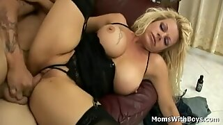 Bigtit mother In beautiful lingerie Receives Hard Pussy Fucking