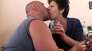 Mama Serves Juice And Pussy In Bed