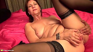 Sexy mother with saggy titties and thirsty muff