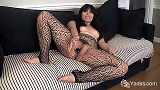 Yanks Asian Hermine Toying Her Hairy Cunny