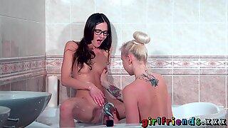 Girlfriends Bathroom lesbian pussy licking