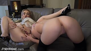 21Sextreme Granny Licks Shaved Teen Box Up & Down