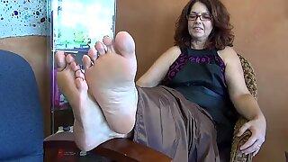52 yo milf plump soles in salon
